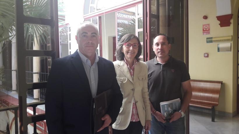 La Consejera de Justicia e Interior de la Junta de Andalucía, con los representantes de AUGC.