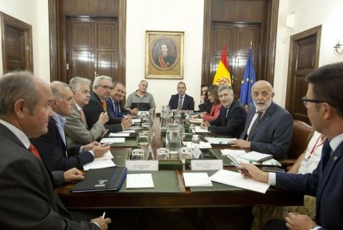 Encuentro entre representantes del Ministerio del Interior y las asociaciones profesionales representativas de los guardias civiles.