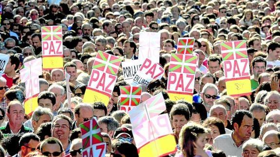 Han sido innumerables las ocasiones en que la ciudadanía se ha manifestado en contra del terrorismo, del odio y el rencor.