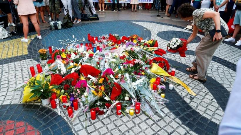 Homenaje a las víctimas en Barcelona. Foto: Alejandro García / EFE