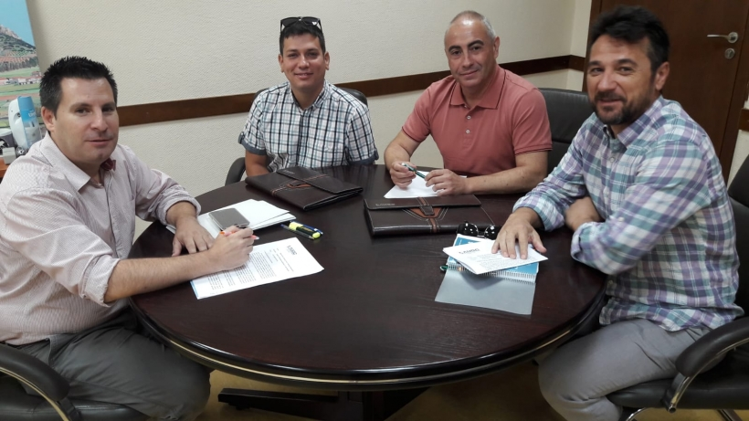 Representantes de AUGC Córdoba con el alcalde de Peñarroya