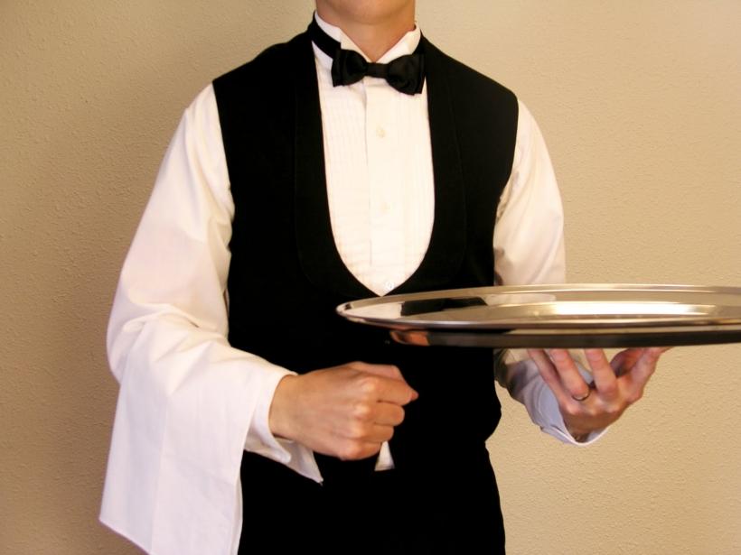 A estas alturas, todavía hay guardias civiles que tienen que deben hacer funciones de camareros en las comandancias.