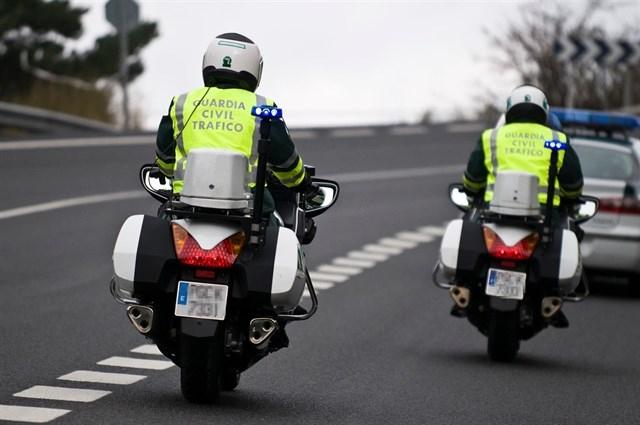 Dos guardias civiles de la Agrupación de Tráfico.