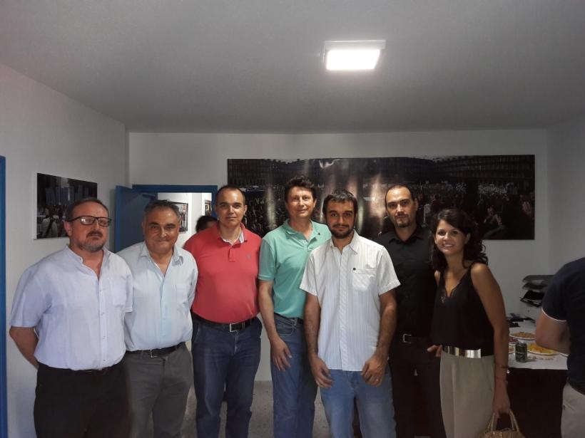 La directiva de AUGC Almería celebra la inauguración de su nueva sede.