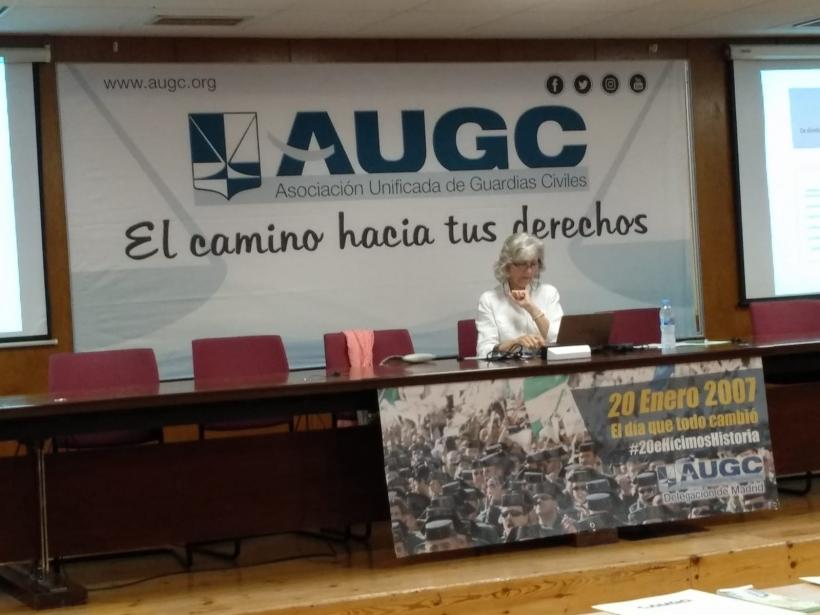La ponente, Mercedes Bengoechea (en la imagen), destacó que la Guardia Civil no puede prescindir de la diversidad, el talento y el punto de vista que puede aportar la presencia de la mujer en la institución.