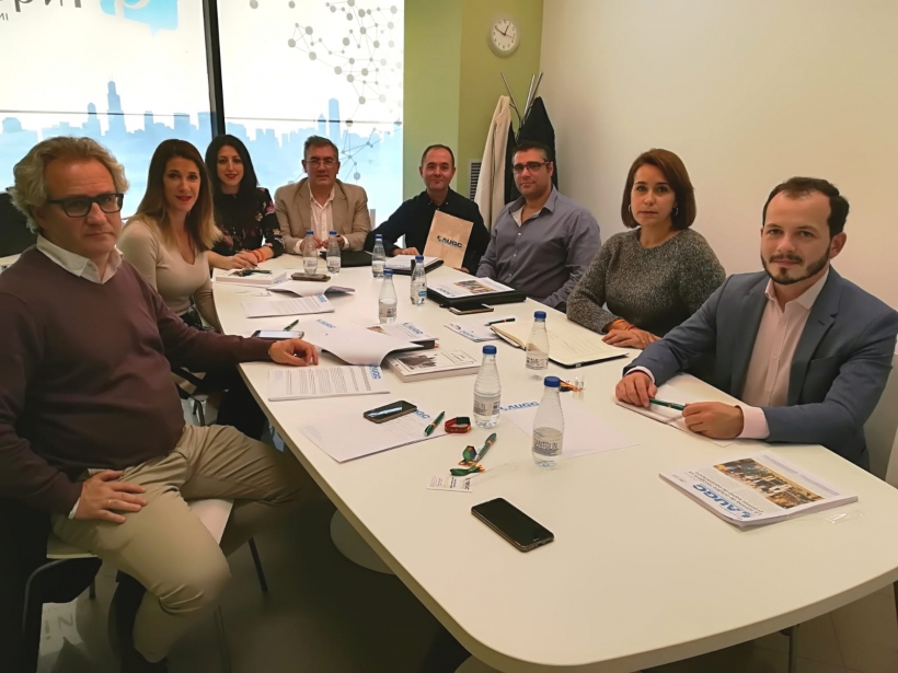 Representantes de AUGC Navarra y de Ciudadanos, en un momento de la reunión.
