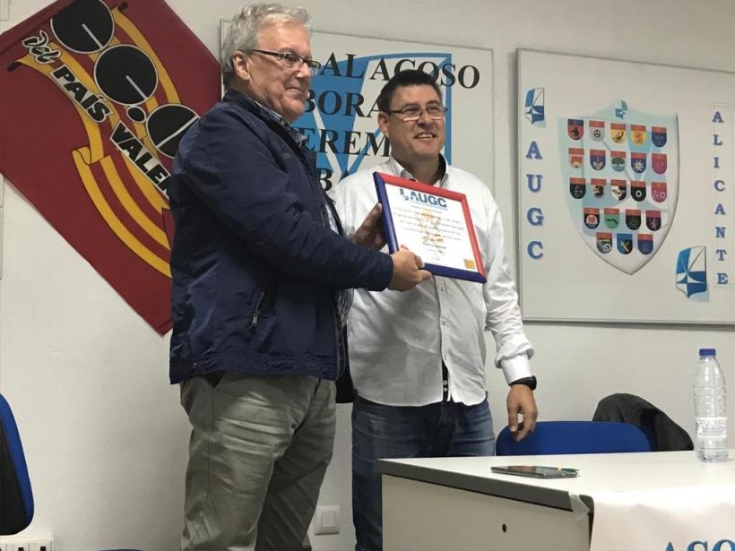 Durante el acto se ha realizado una emotiva distinción a José Francisco Hernández Barraquel, quien deja la secretaría general provincial, por todos los años que ha estado al frente de la Delegación de AUGC-Alicante, en la lucha por los derechos de los Gua