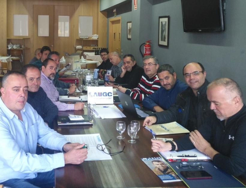 Vocales y miembros de la Junta Directiva Provincial de AUGC Navarra en un momento de la asamblea.