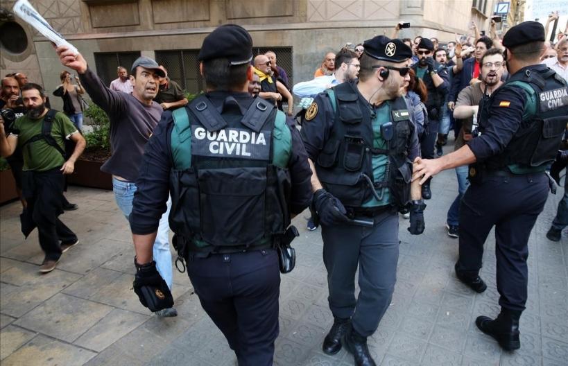 Agentes del GRS durante una actuación en Cataluña. Foto: Ricard Cugat / El Periódico.
