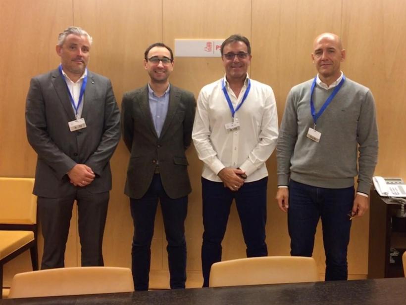 Los representantes de AUCG con el portavoz del Grupo Socialista (segundo por la izquierda).