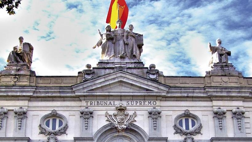 Vista parcial de la fachada de la sede del Tribunal Supremo.