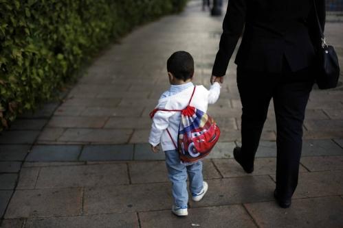 El personal retirado ya no dispone de ayudas para la guardería de sus hijos. Foto:  Samuel Sánchez /El País