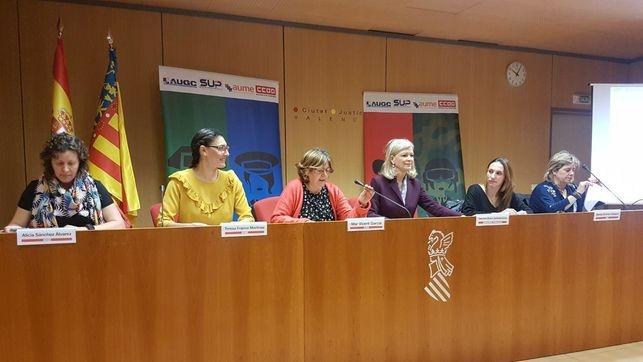 Las representantes de asociaciones y sindicatos, durante la presentación en Valencia. A la izquierda, la secretaria nacional de Igualdad de AUGC, Alicia Sánchez.