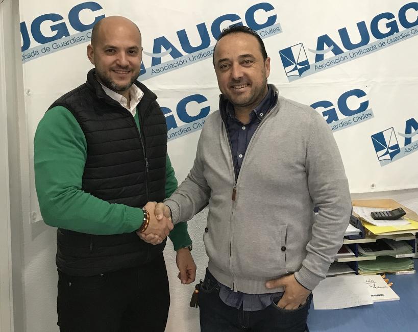 El sargento José Galván (izquierda), estará al frente de la nueva Vocalía de Suboficiales de AUGC Valencia, con cuyo secretario general provincial, Juan José Tocón, posa en la imagen.