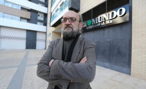 El sargento José Morata, fotografiado ante la sede en Castellón de El Mundo.