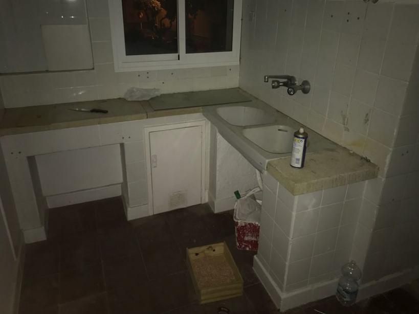 Imagen de la cocina de un pabellón de la Guardia Civil en la provincia de Sevilla.