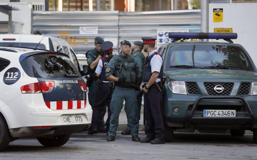 Guardias civiles junto a mossos d'Esquadra en Cataluña.