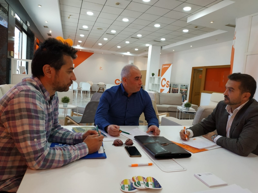 Representantes de AUGC Córdoba con el diputado de Ciudadanos Marcial Balsera