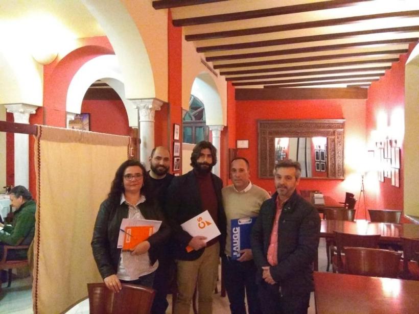 Los representantes de AUGC Sevilla y Ciudadanos Carmona posan tras la reunión.