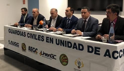 Los representantes de las asociaciones, durante la nota de prensa.