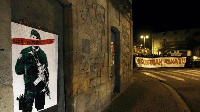 Pintadas contra la Guardia Civil en la localidad navarra de Alsasua.