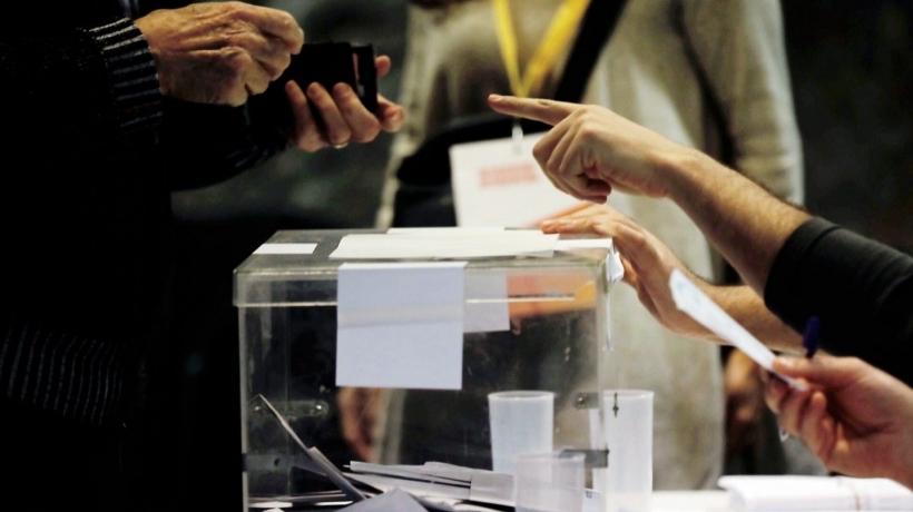 En menos de un mes han tenido lugar dos citas electorales en España.