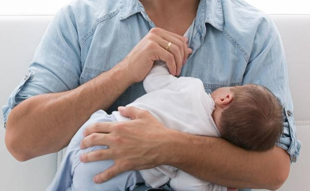 El agente, que se encontraba de baja médica, solicitó aplazar el disfrute de su permiso de paternidad.