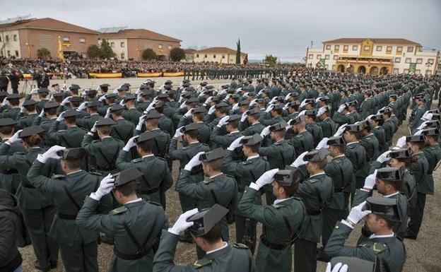 Imagen de archivo de una jura de bandera en la Academia de la Guardia Civil en Baeza.