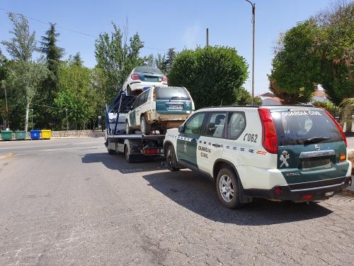 Algunos de los vehículos, en el momento de ser retirados.