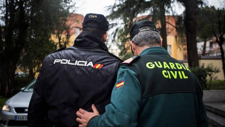 Un policía nacional y un guardia civil: mismas funciones, iguales derechos.