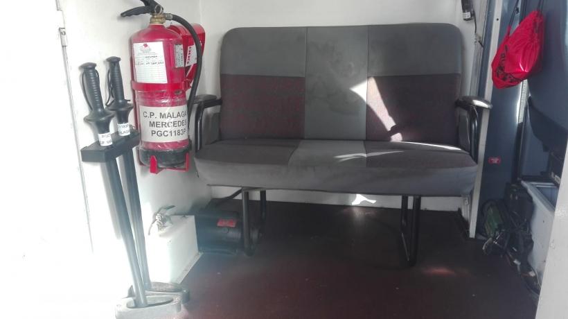 Traslados 'retro': asientos antiguos, sin cinturones ni reposacabezas.