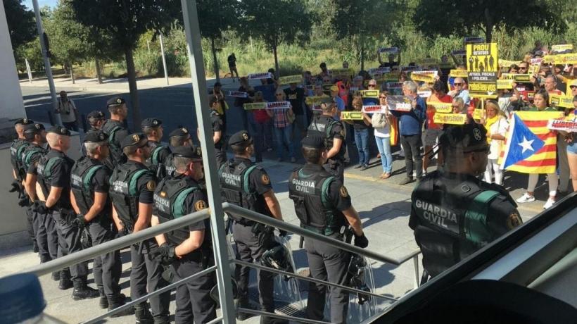 Agentes del GRS ante una manifestación independentista en Cataluña.