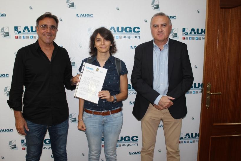 La presidenta de RAGCE, Lucía Llano,  flanqueada por el coordinador de la Comisión de Retirados de AUGC, Javier Torrellas (izquierda) y el secretario general de AUGC, Alberto Moyaa.