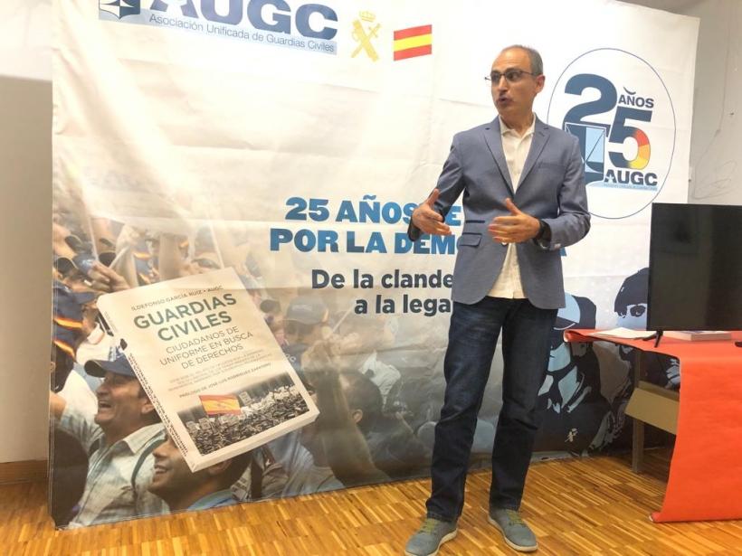 Marcial Álvarez, secretario general provincial de AUGC Zaragoza-Huesca, durante su intervención de ayer en el acto inaugural de la exposición.