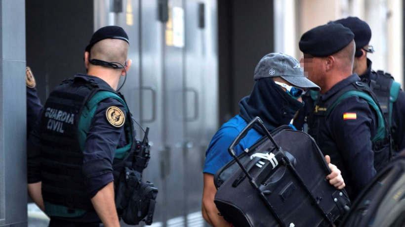Imagen de guardias civiles durante la operación en la que se detuvo a varios miembros de los CDR.