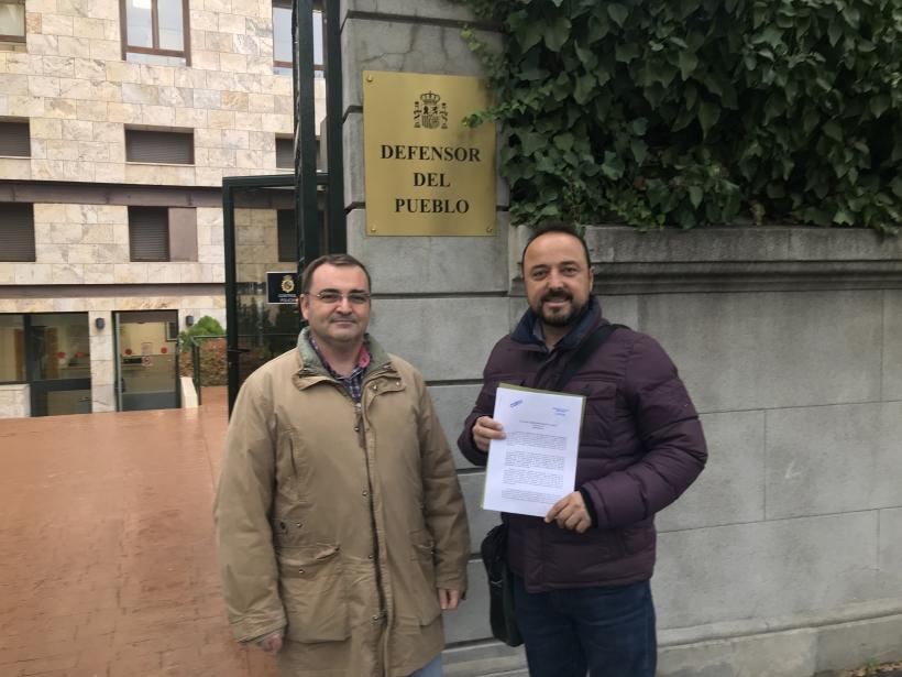 Juan José Tocón Secretario Provincial y Miguel López secretario organización AUGC Valencia, ante la sede del Defensor del Pueblo.