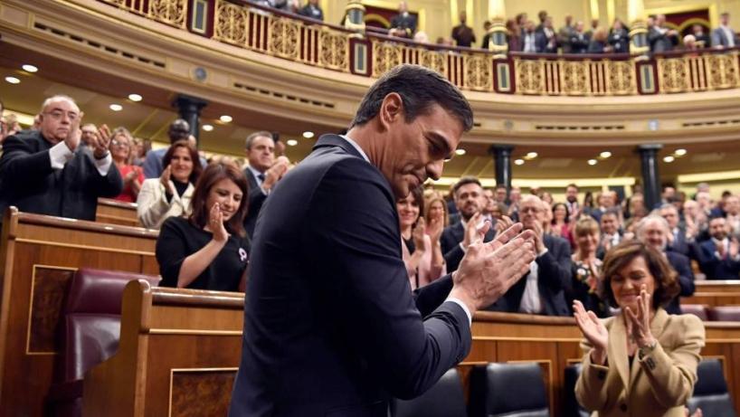 Pedro Sánchez celebra en el Congreso su investidura tras la votación celebrada el pasado martes en el Congreso.