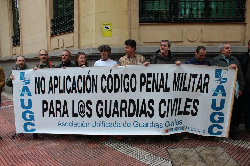 Imagen de la concentración realizada en octubre ante la sede del Defensor del Pueblo.
