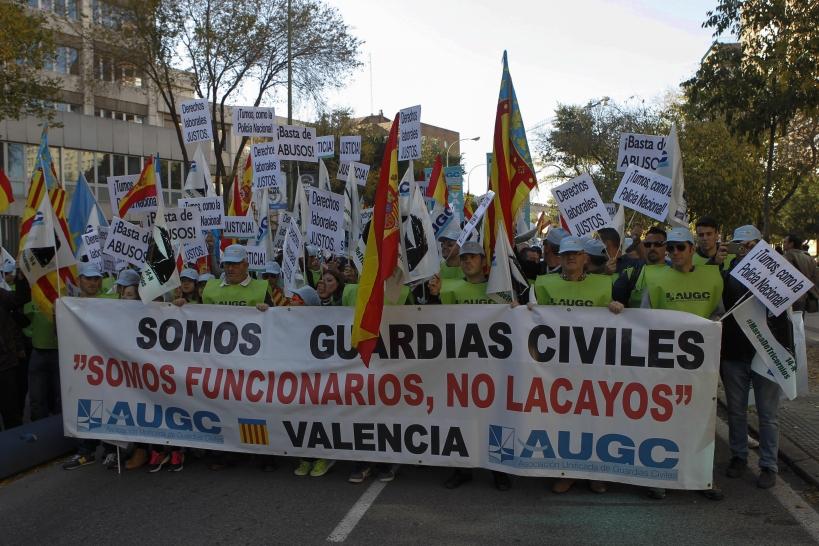 Manifestación por los derechos de los guardias civiles en noviembre de 2015, la histórica Marea de Tricornios.
