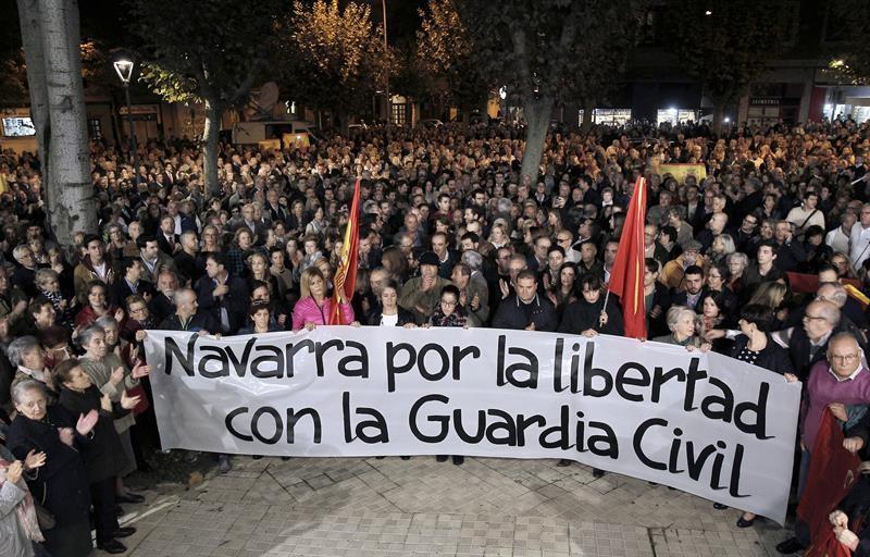 Manifestación en favor de la Guardia Civil en Navarra. Foto: EFE
