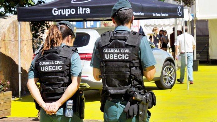 Agentes de una unidad de USECIC.